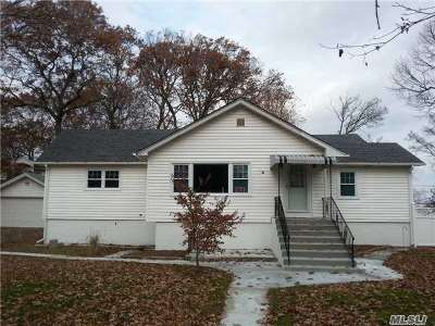 Ronkonkoma Single Family Home For Sale: 151 Woodlawn Ave