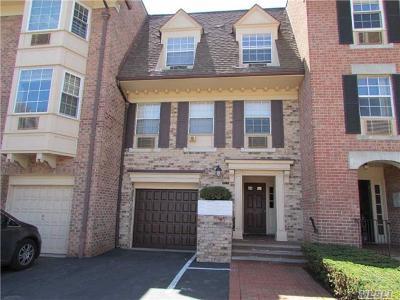 Condo/Townhouse For Sale: 207-28 Jordan Dr #1st Fl