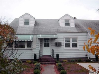Carle Place NY Single Family Home For Sale: $549,000