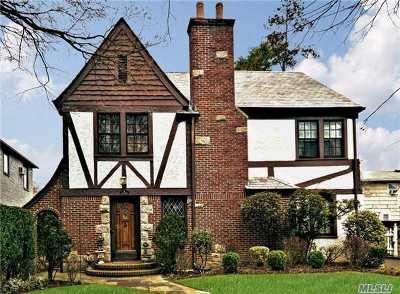 Rockville Centre Single Family Home For Sale: 14 Hewitt Rd