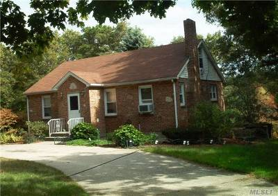 Patchogue Single Family Home For Sale: 259 W Woodside Ave