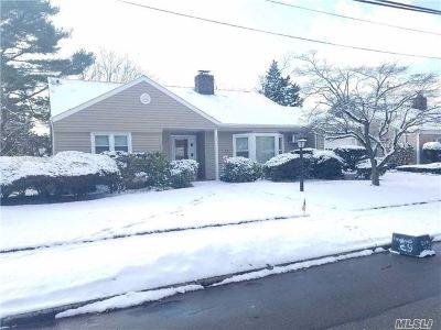 Malverne Single Family Home For Sale: 63 Gold Pl