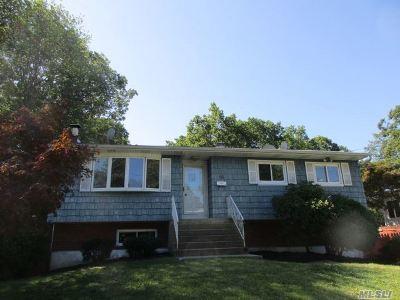Patchogue Single Family Home For Sale: 10 Sharon Dr