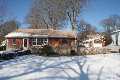 Lake Ronkonkoma Single Family Home For Sale: 79 Newton Blvd