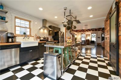 Suffolk County Single Family Home For Sale: 16 Wiggins Ave