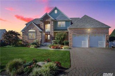 West Islip Single Family Home For Sale: 102 Tahlulah Ln