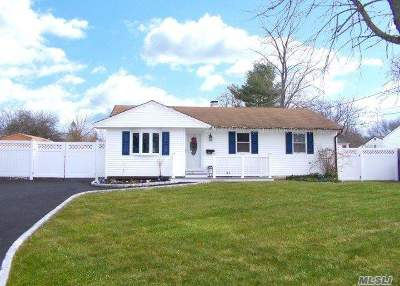 Suffolk County Single Family Home For Sale: 2911 Gull Ave