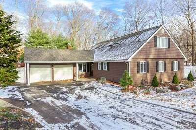 Suffolk County Single Family Home For Sale: 1 Wellington Dr
