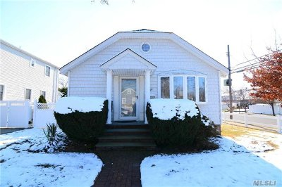 Nassau County Single Family Home For Sale: 57 Commonwealth Ave