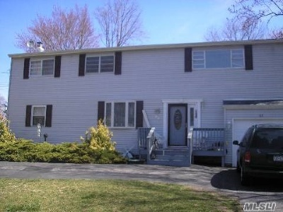 Suffolk County Single Family Home For Sale: 27 Chapel Pl