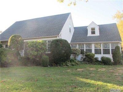 Nassau County Single Family Home For Sale: 79 Stephan Marc Ln