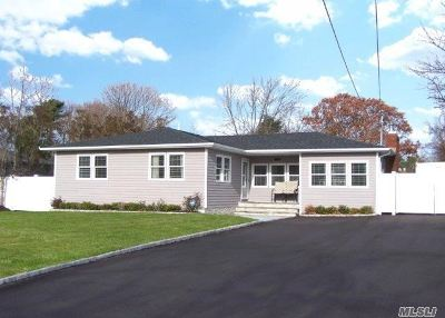 Suffolk County Single Family Home For Sale: 23 Andrea Ln