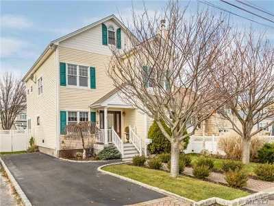 Suffolk County Single Family Home For Sale: 204 Mayhew Ave