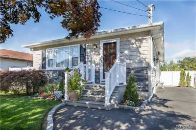 Suffolk County Single Family Home For Sale: 31 Pine St