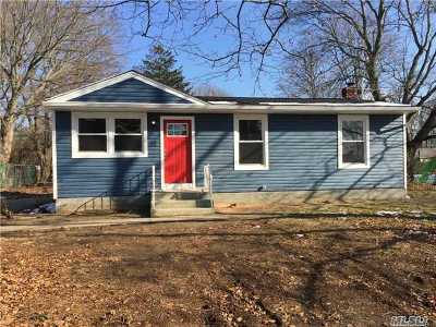 Suffolk County Single Family Home For Sale: 15 Henderson Pl