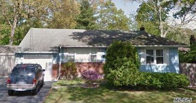 Lake Ronkonkoma Single Family Home For Sale: 11 Center St