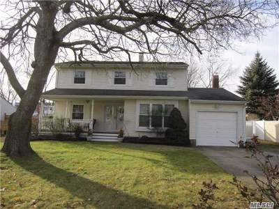 Holtsville Single Family Home For Sale: 334 Greenbelt Pkwy