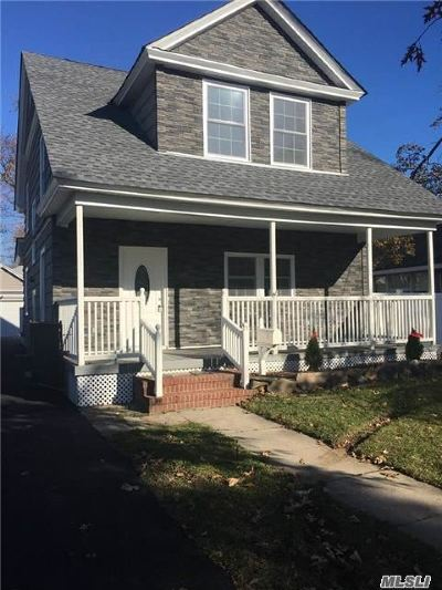 Bay Shore Single Family Home For Sale: 95 N Park Ave
