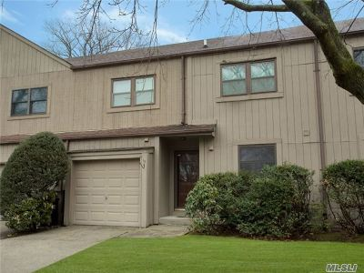 Huntington Condo/Townhouse For Sale: 15 High Oaks Ct