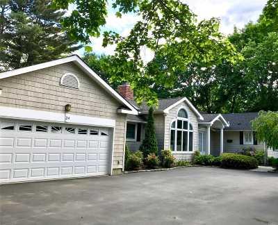Huntington Single Family Home For Sale: 24 Quaker Path