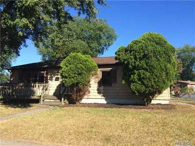 Bay Shore Single Family Home For Sale: 269 New Hampshire Ave
