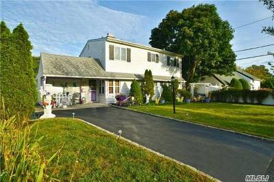 Hicksville Single Family Home For Sale: 61 Wishing Ln