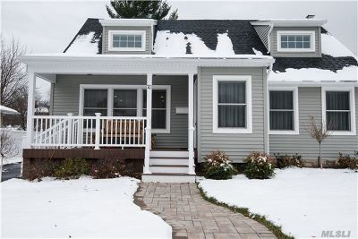 East Norwich Single Family Home For Sale: 70 Timothy Ln