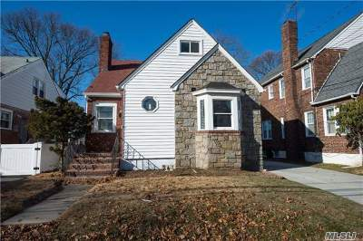 Lynbrook Single Family Home For Sale: 24 Curtis Pl