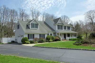 Hauppauge Single Family Home For Sale: 5 Equestrian Ct No