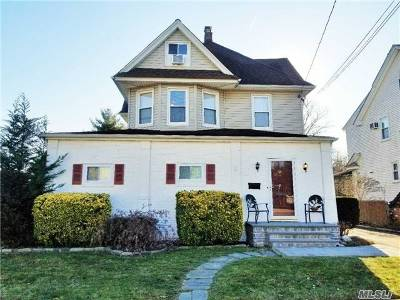 Lynbrook Single Family Home For Sale: 44 Roosevelt Ave