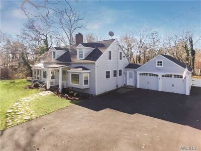 West Islip Single Family Home For Sale: 526 Montauk Hwy