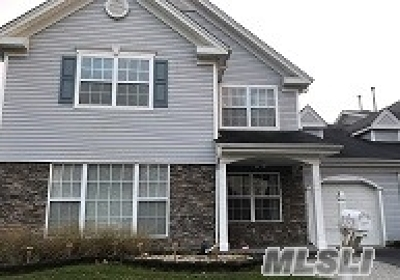 Middle Island Condo/Townhouse For Sale: 6 Tracie Ln