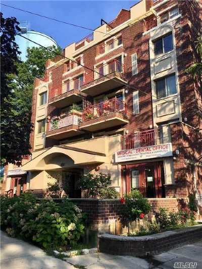 Jamaica Estates Condo/Townhouse For Sale: 17012 Highland Ave #502
