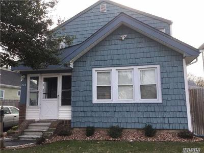 central Islip Single Family Home For Sale: 230 Clift St