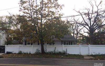 Bay Shore Single Family Home For Sale: 6 Candlewood Rd