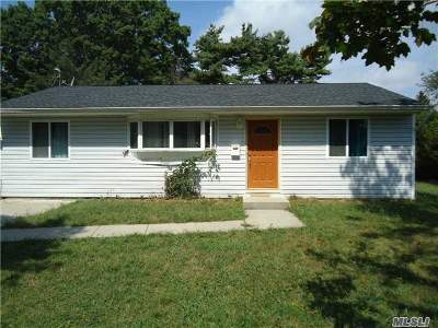 Brentwood Single Family Home For Sale: 115 McNair St