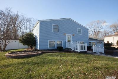 Stony Brook Single Family Home For Sale: 52 University Heigh Dr