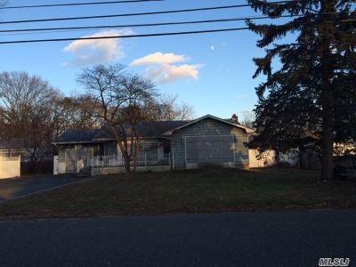 Ronkonkoma Single Family Home For Sale: 1879 Louis Kossuth Ave