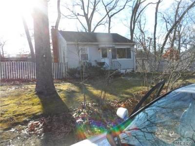Lake Grove Single Family Home For Sale: 4 Magnolia Ave