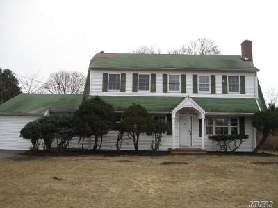 Patchogue Single Family Home For Sale: 106 E Woodside Ave