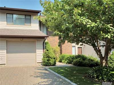 Jericho Condo/Townhouse For Sale: 4 Maple Run Dr