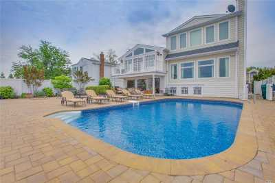 Single Family Home For Sale: 3077 Shore Dr