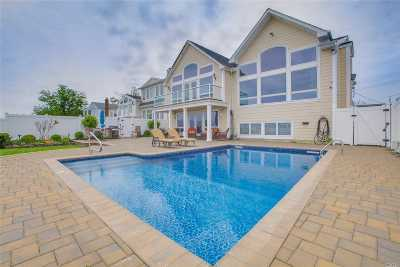 Single Family Home For Sale: 3075 Shore Dr