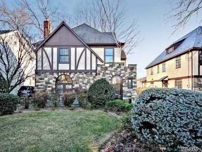 Rockville Centre Single Family Home For Sale: 8 Muirfield Rd