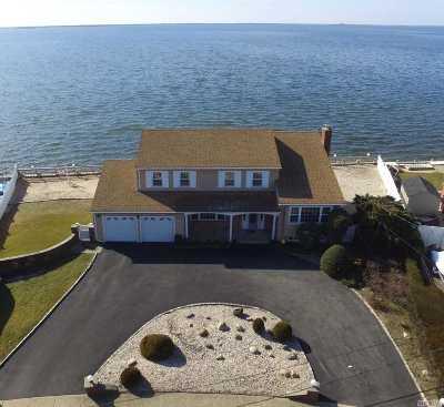 West Islip Single Family Home For Sale: 14 Cedar Point Dr
