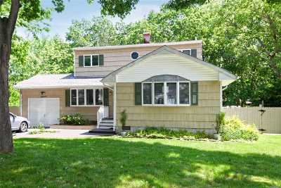 S. Setauket Single Family Home For Sale: 11 Antler Ln