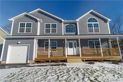 Bay Shore Single Family Home For Sale: 1577 N Thompson Dr