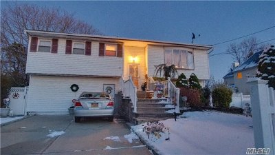 Bay Shore Single Family Home For Sale: 15 Abbey Ln
