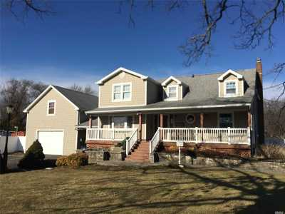 West Islip NY Single Family Home For Sale: $449,990