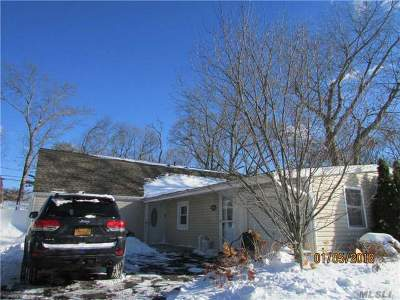 Holbrook Single Family Home For Sale: 20 All Points Dr